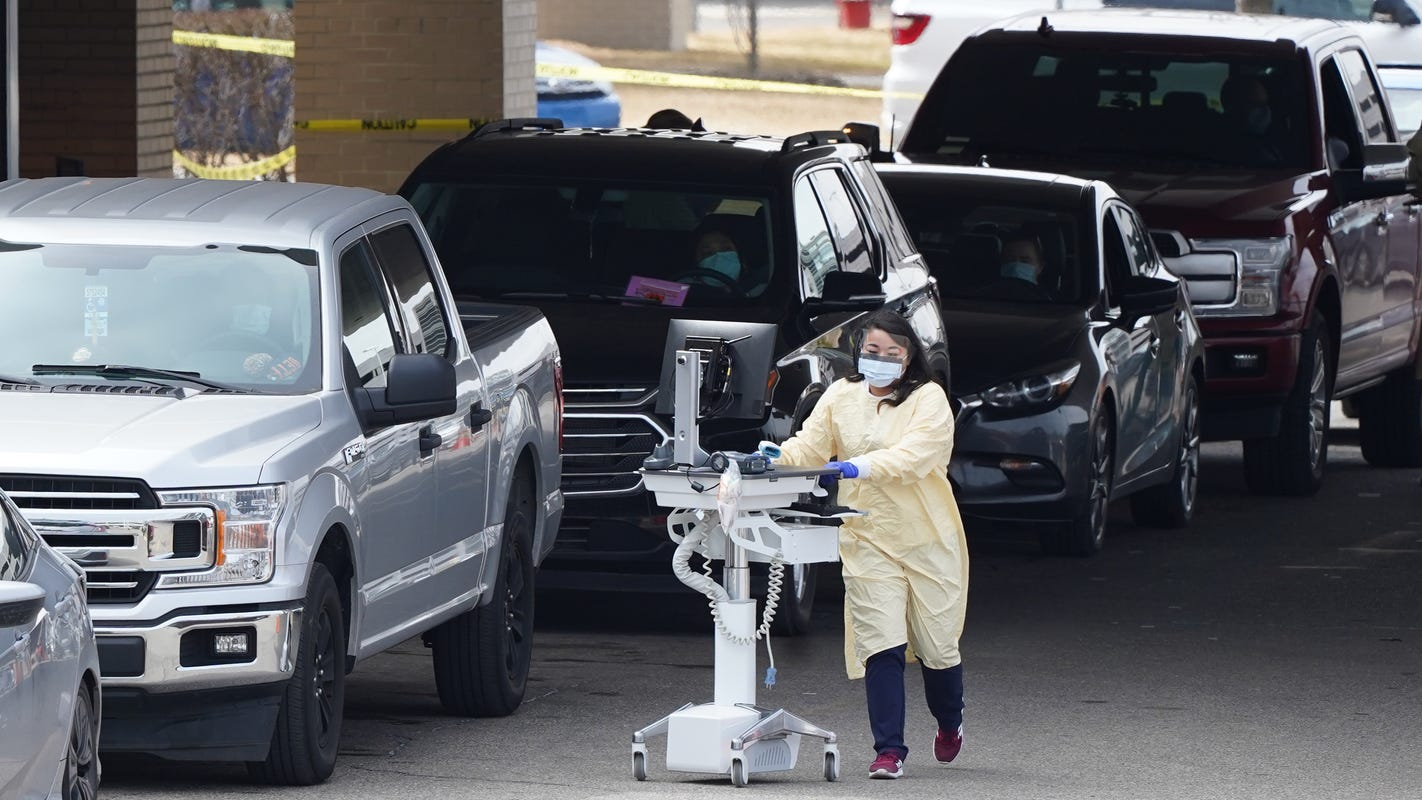 Beaumont Hospital in Wayne closing ER, non-coronavirus patients to be moved as cases surge thumbnail