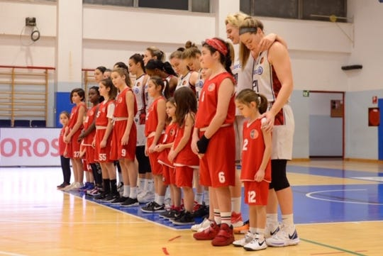 Sophie Brunner (21, far right) with her Italian team Allianz Geas before a game during the 2019-20 season, cut short by the coronavirus pandemic.