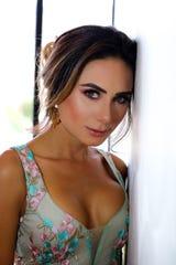 """Si bien su calidad histriónica es evidente en """"Operación Pacífico"""", Johanna Fadul impacta con su belleza, a través de candentes escenas con Luciano D'Alessandro."""
