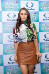 """Julia Urbini recibe una gran oportunidad en el elenco estelar de """"Vencer el Desamor""""."""