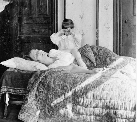 A girl tries to comfort her sister, November 1918