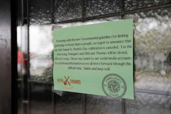 A sign on the door of Finnegan's Wake informs customers of the closure of the bar that was announced Monday night.