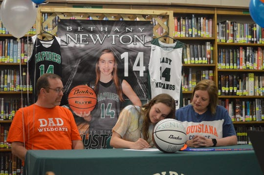Rapides senior Bethany Newton (center) signed with Louisiana College Tuesday.