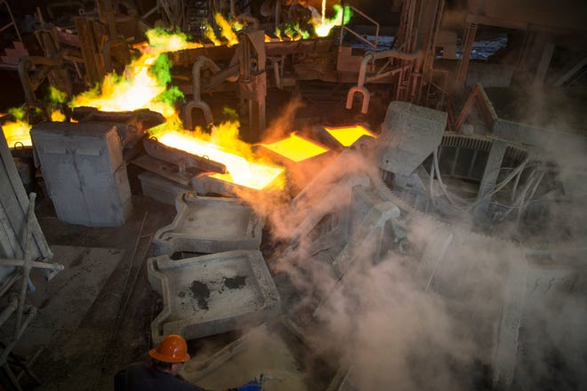 An Asarco worker prepares molds for anode casting in 2017 at the Hayden copper smelter.