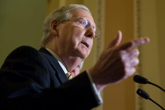 El líder de la mayoría en el Senado Republicano Mitch McConnel habla durante una conferencia de prensa sobre la Ley de Autorización de Defensa Nacional y la atención de la salud, el martes 12 de septiembre de 2017, en Capitol Hill, en Washington, DC. (EE.UU.).
