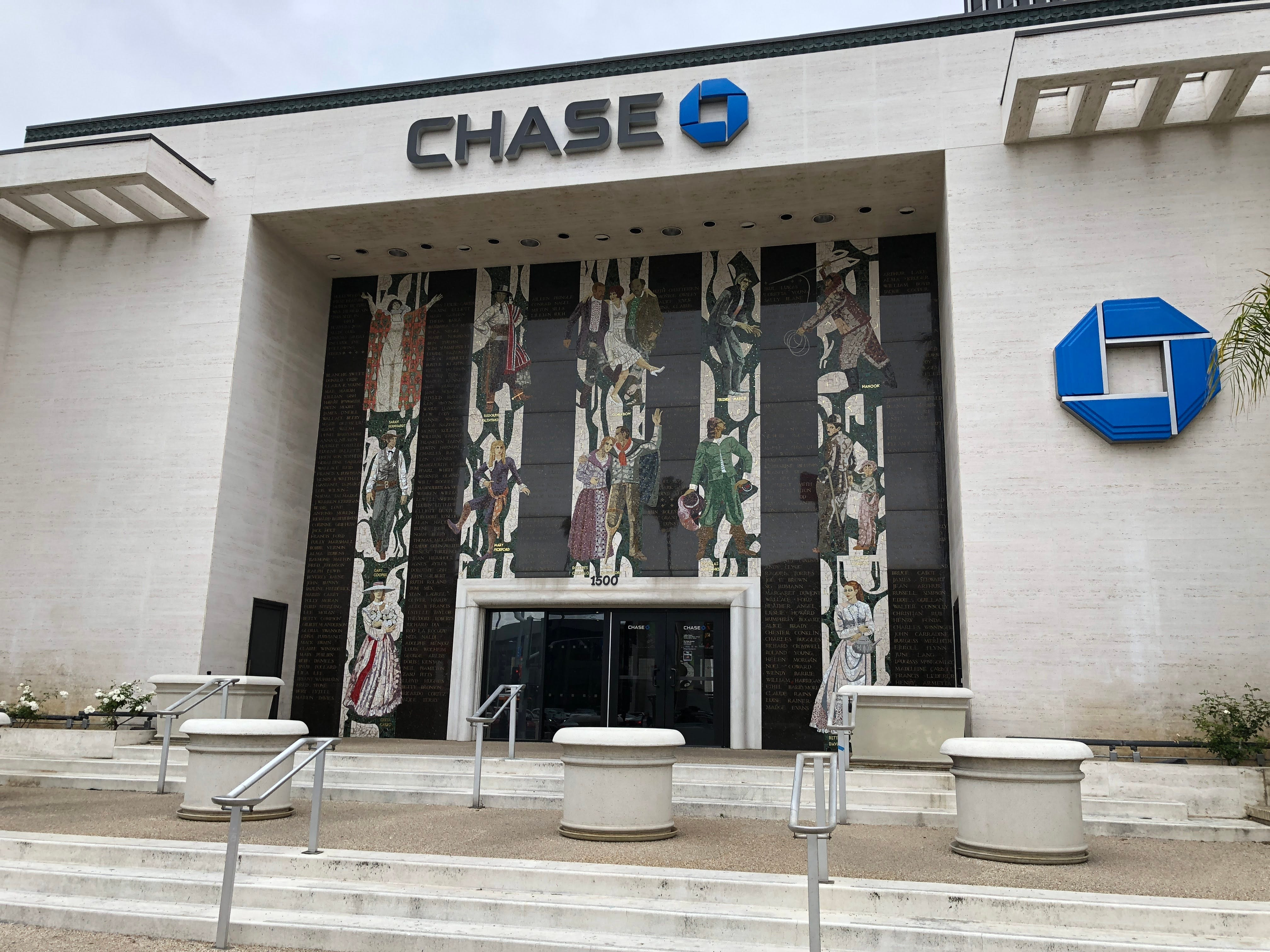 Chase Bank 'temporarily' closing 1,000 branches due to coronavirus