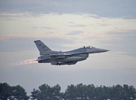 F-16 Viper fighter jet