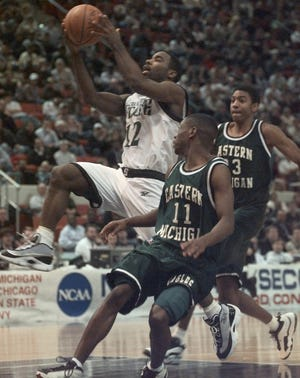 Mateen Cleaves and the fourth-seeded Spartans beat Earl Boykins and 13-seed Eastern Michigan, 83-71, in the first round of the 1998 NCAA tournament.