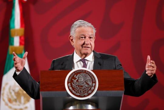 El presidente de México, Andrés Manuel López Obrador, habla durante su rueda de prensa matutina este jueves, en el Palacio Nacional de Ciudad de México (México).