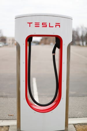Tesla is suspending electric car production at its factories in California and New York due to the spread of the COVID-19 coronavirus.