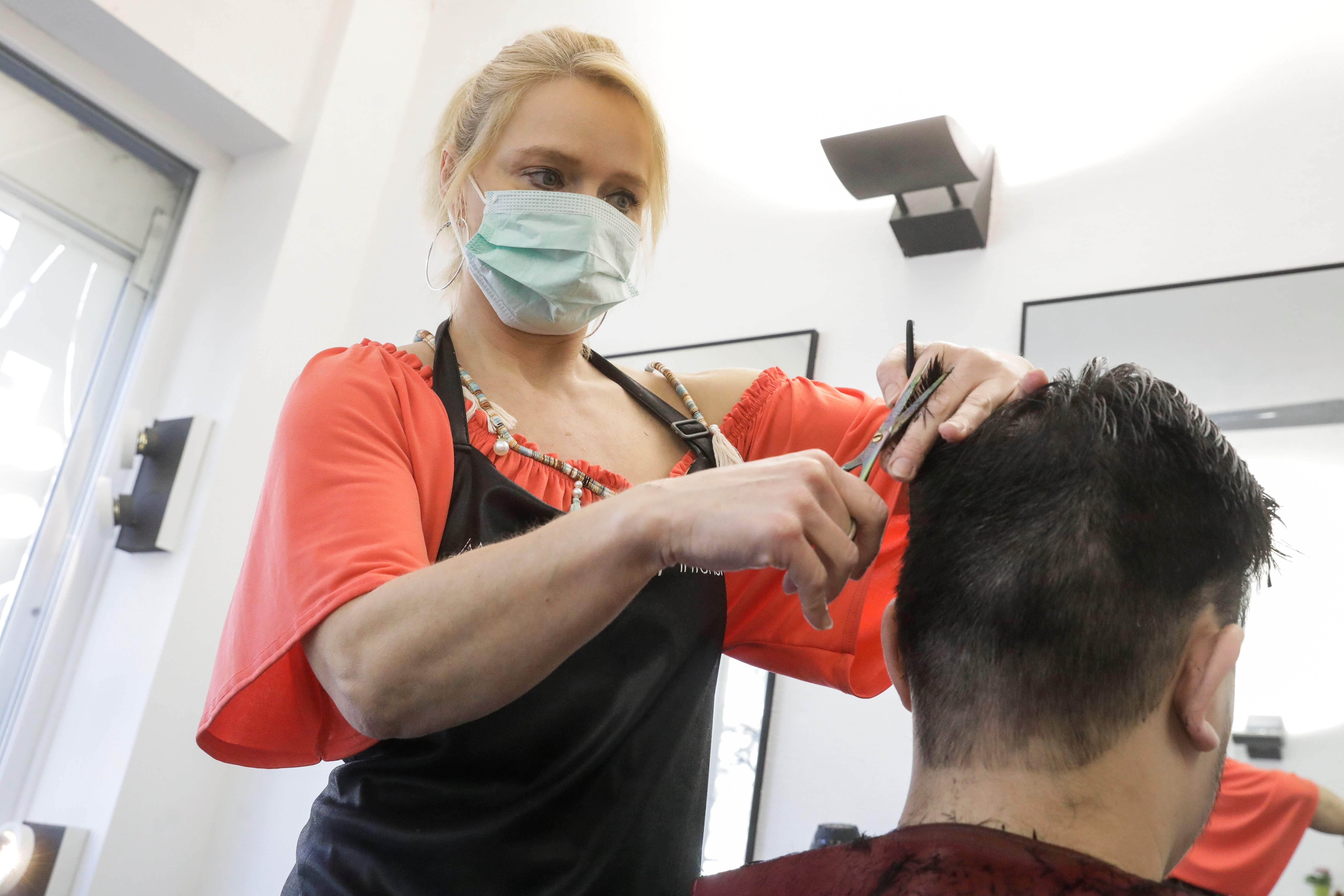 Coronavirus Hairstylists Making House Calls What You Need To Know
