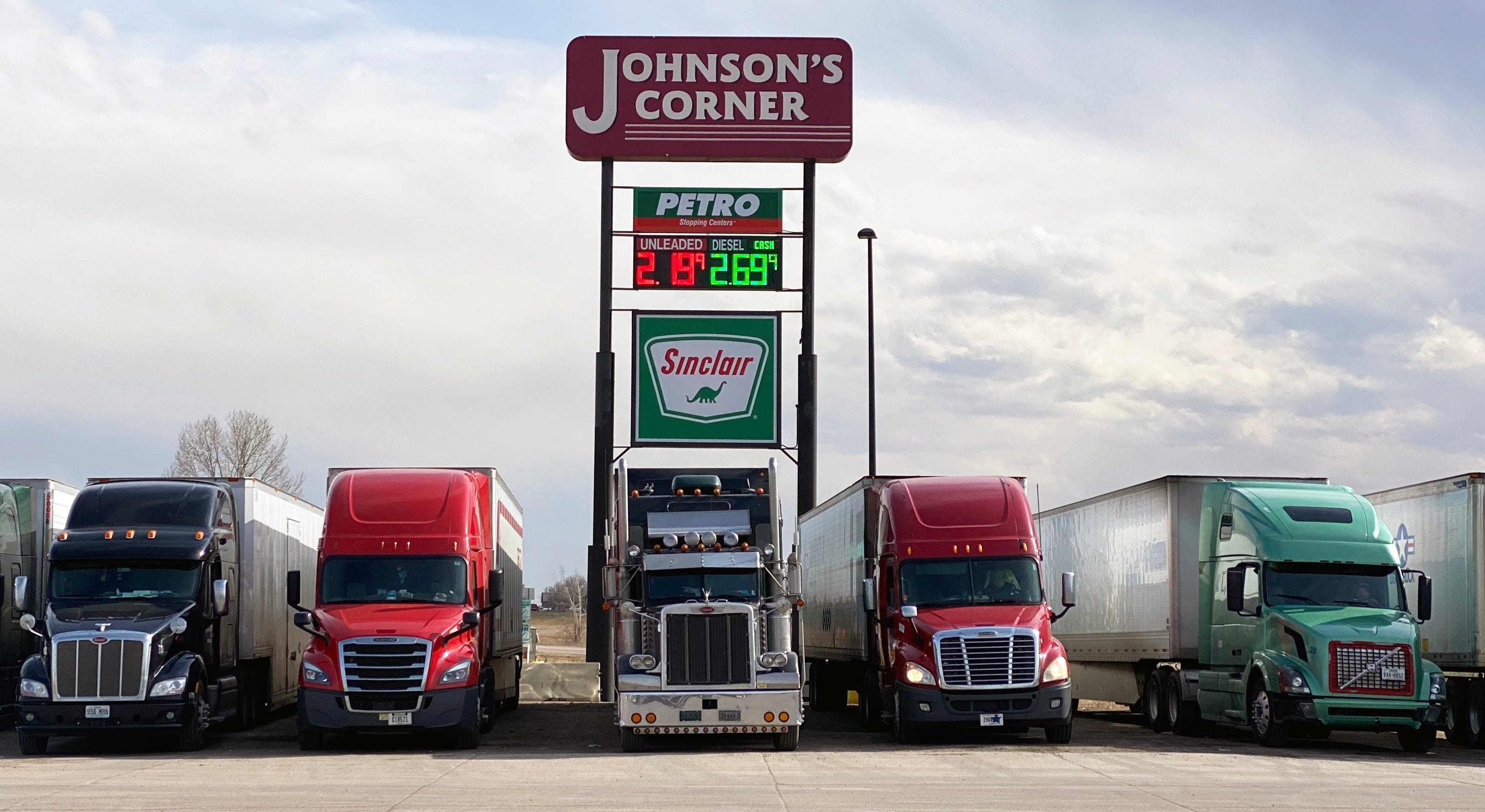 Coronavirus deliveries: Truck drivers keep stores stocked across USA