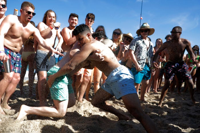 'If I get corona, I get corona': Coronavirus pandemic doesn't slow spring breakers' party