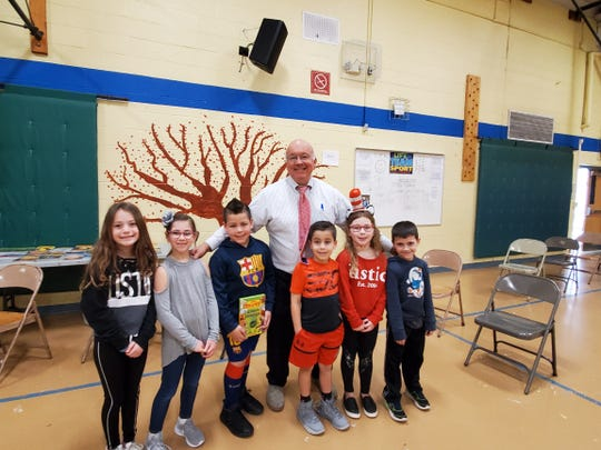 Author Jerry Pallotta and Valley Road School students