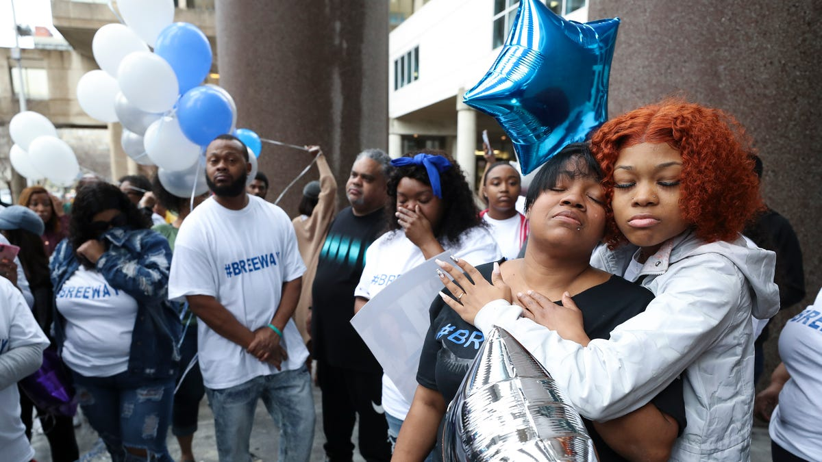 Vigil for Breonna Taylor who was shot by Louisville police ...