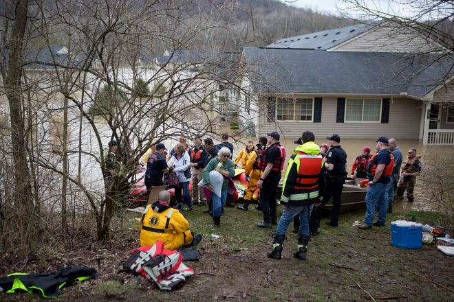 Residents of Glenwood Apartments in Heath are rescued by boats after the apartment and condominium complex flooded Friday.