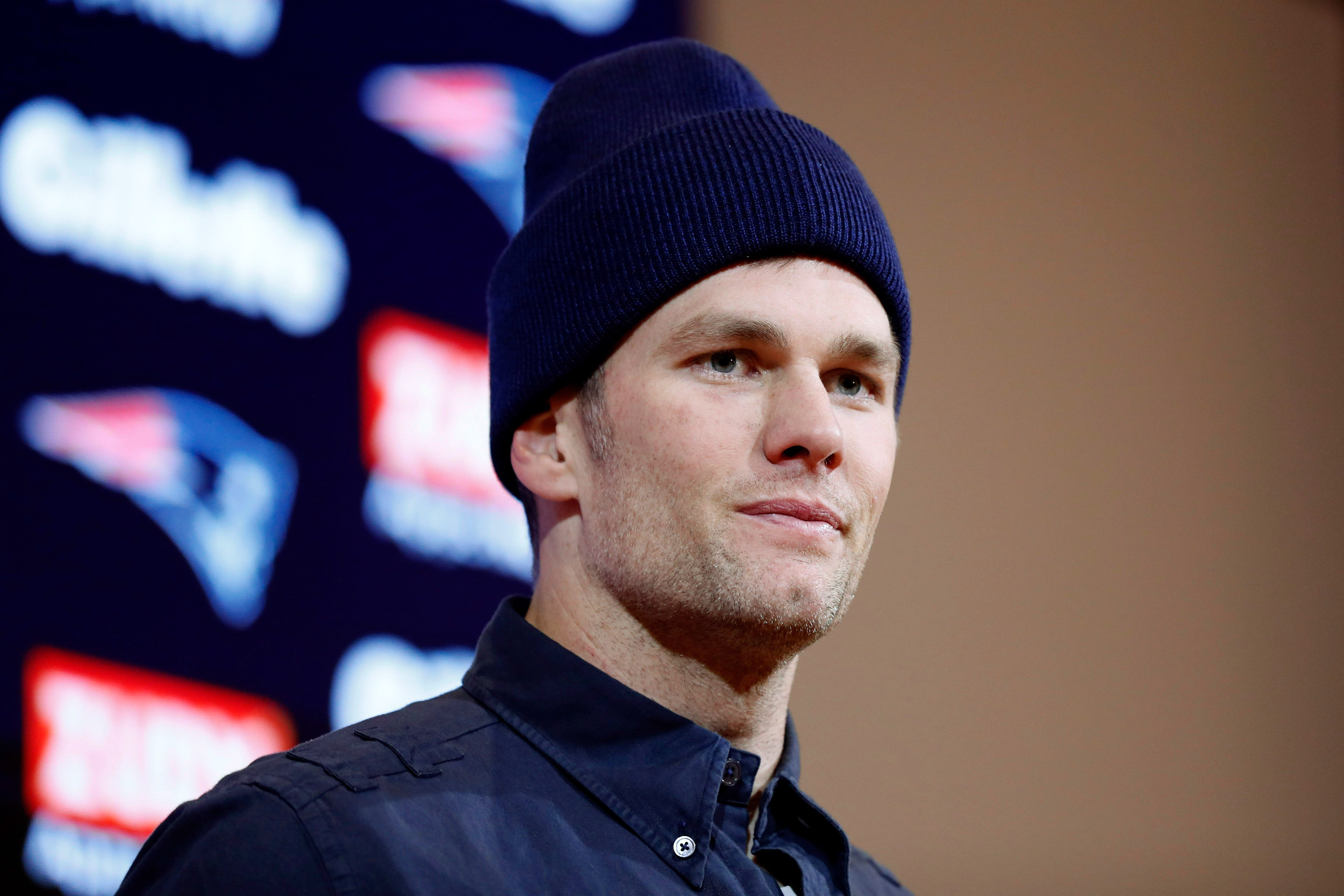 Tom Brady announces official contract with Tampa Bay Buccaneers in  new football journey