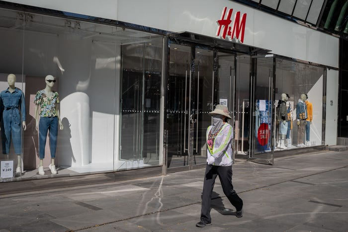 H&M considering tens of thousands of layoffs with stores closed due to coronavirus pandemic