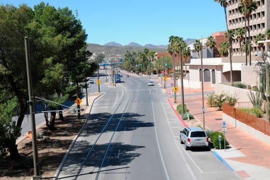Vista de una calle vacía debido a coronavirus, en el centro de Tucson en Arizona, EE. UU., 21 de marzo de 2020.