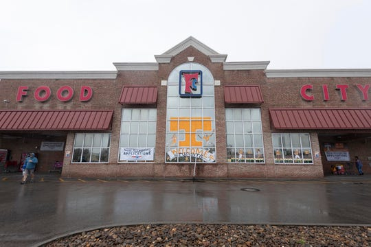"""Food City at Western Ave. and Middlebrook Pike on  Tuesday, March 24, 2020. Food City President and CEO Steve Smith reassured customers during an online news conference. """"The United States will not run out of food,"""" Smith said. """"Grocers will not run out of food."""""""