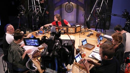 """Matthew Mercer (centro) es el Dungeon Master para """"Critical Role"""", una campaña de Dungeons & Dragons transmitida en vivo con actores de voz profesionales. """"Width ="""" 540 """"data-mycapture-src = """""""" data-mycapture-sm-src = """""""" /> <meta itemprop="""