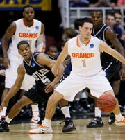 Syracuse's Andy Rautins, right, and Butler's Ronald Nored, left, eye a loose ball in the first half of an NCAA West Regional semifinal college basketball game in Salt Lake City, Thursday, March 25, 2010.