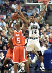 MSU's Charlie Bell defends Syracuse's Jason Hart during the Spartans' 75-58 win over Syracuse in the 2000 Sweet 16 at the Palace of Auburn Hills.