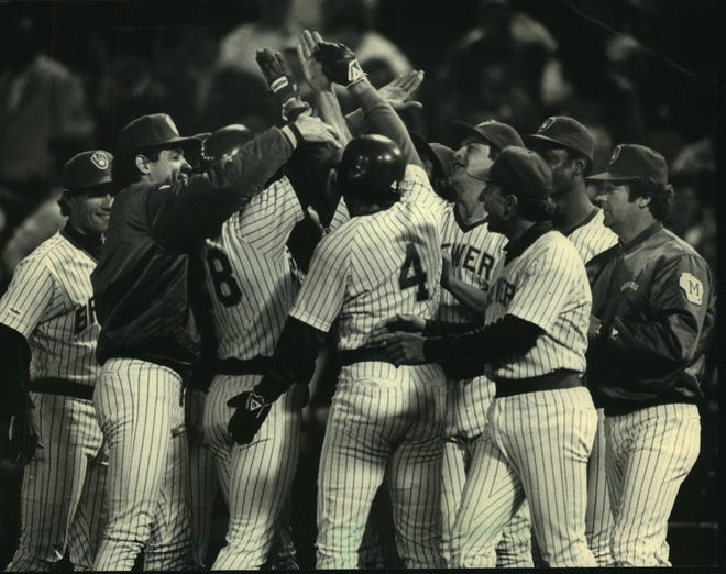 Paul Molitor (4) joined teammates in congratulating Rick Manning after Manning's hit gave the Milwaukee Brewers a 1-0 victory over the Cleveland Indians in 1987.