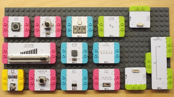 You can assemble circuits and build models with the mPie Microduino Kit.