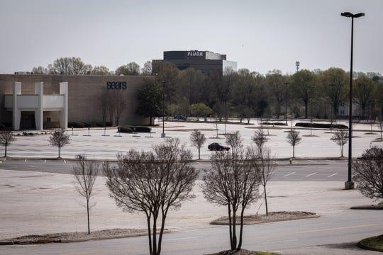 El aparcamiento vacío en Haywood Mall en Greenville en el 27 de marzo, 2020.