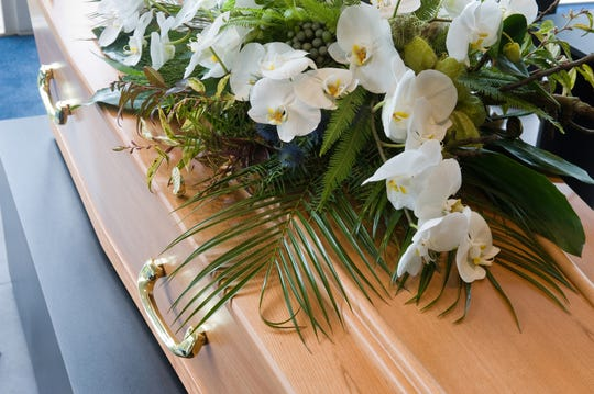 Traditionalfuneral ritualshavebeen upended across the United States as  public officials discourage,andin some states prohibit,large gatherings.