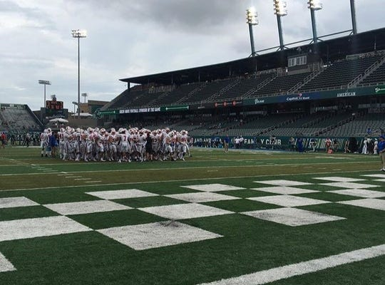 SMU heads into the locker room before its game against Tulane in 2018