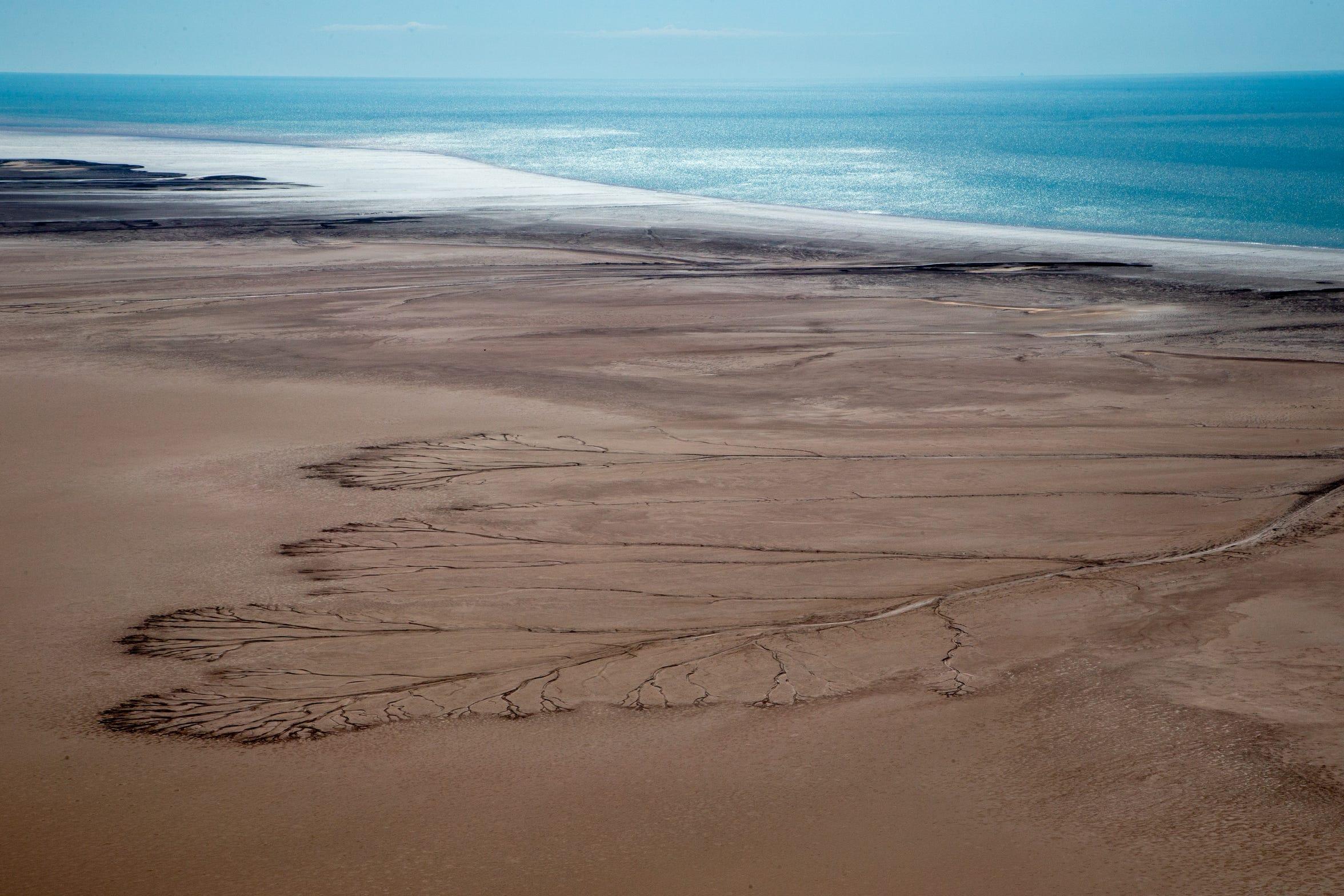 Isla Montague se encuentra en la desembocadura del río Colorado, donde el delta se encuentra con el Golfo de California en México.