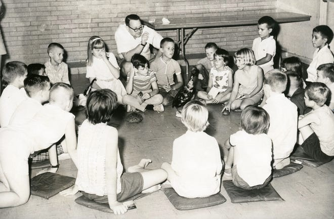 Corpus Christi Museum director Aalbert Heine leads a hands-on demonstration for kids during a summer class in July 1965.