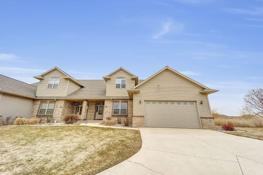 Former Green Bay Packers linebacker Blake Martinez, now with the New York Giants, listed his condominium at 3970 N. Parker Way in Ledgeview for $329,900.