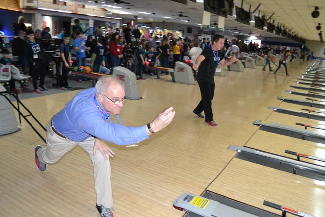 Richland Newhope had an inaugural bowling event celebrating National Developmental Disabilities Month on march 4 at Lex Lanes. Teams consisted of students with disabilities, student leaders and Richland County elected officials.