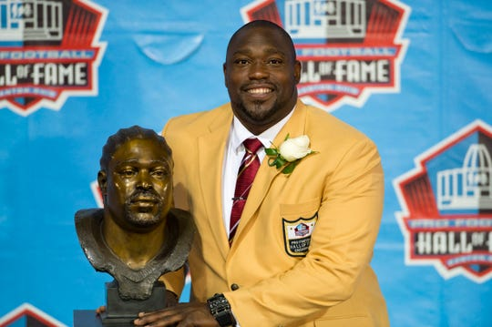 CANTON, OH - AUGUST 3: Former defensive tackle Warren Sapp of the Tampa Bay Buccaneers poses with his Hall of Fame bust during the NFL Class of 2013 Enshrinement Ceremony at Fawcett Stadium on Aug. 3, 2013 in Canton, Ohio. (Photo by Jason Miller/Getty Images)