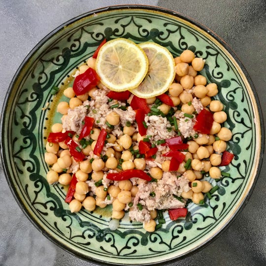 Tuna and garbanzo bean salad, with red peppers and chives