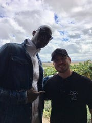 Former NBA star Kevin Garnett and Iowan Zach Timmerman pose for a photo.