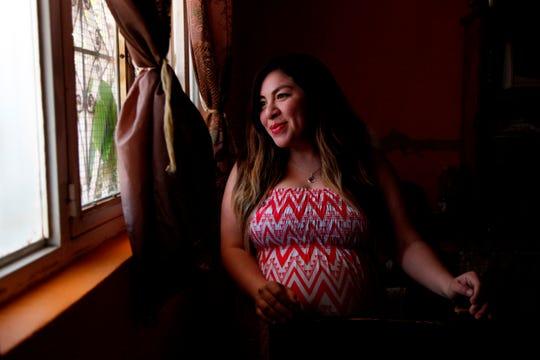 Carolina Trujillo, con 38 semanas de embarazo, habla en entrevista con Efe ayer martes, en Guadalajara, en el estado de Jalisco (México).