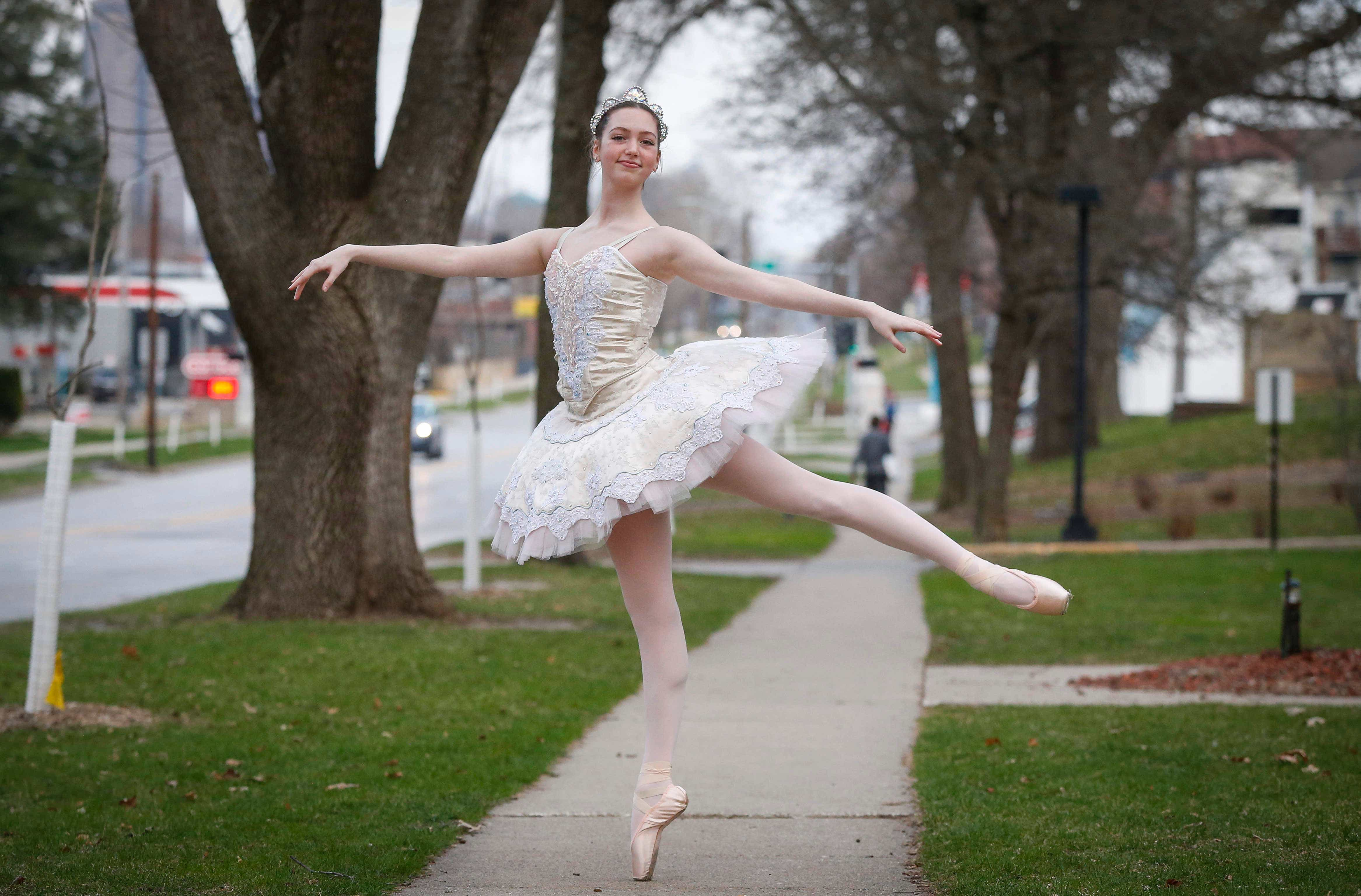 Coronavirus In Iowa Ballerina Performs Outside Quarantined Grandparents Apartment