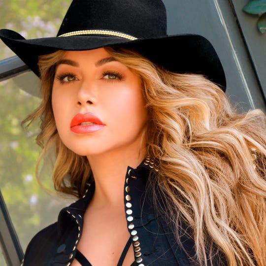 Fotografía promocional cedida este jueves por Universal Music que muestra a la cantante Chiquis Rivera.