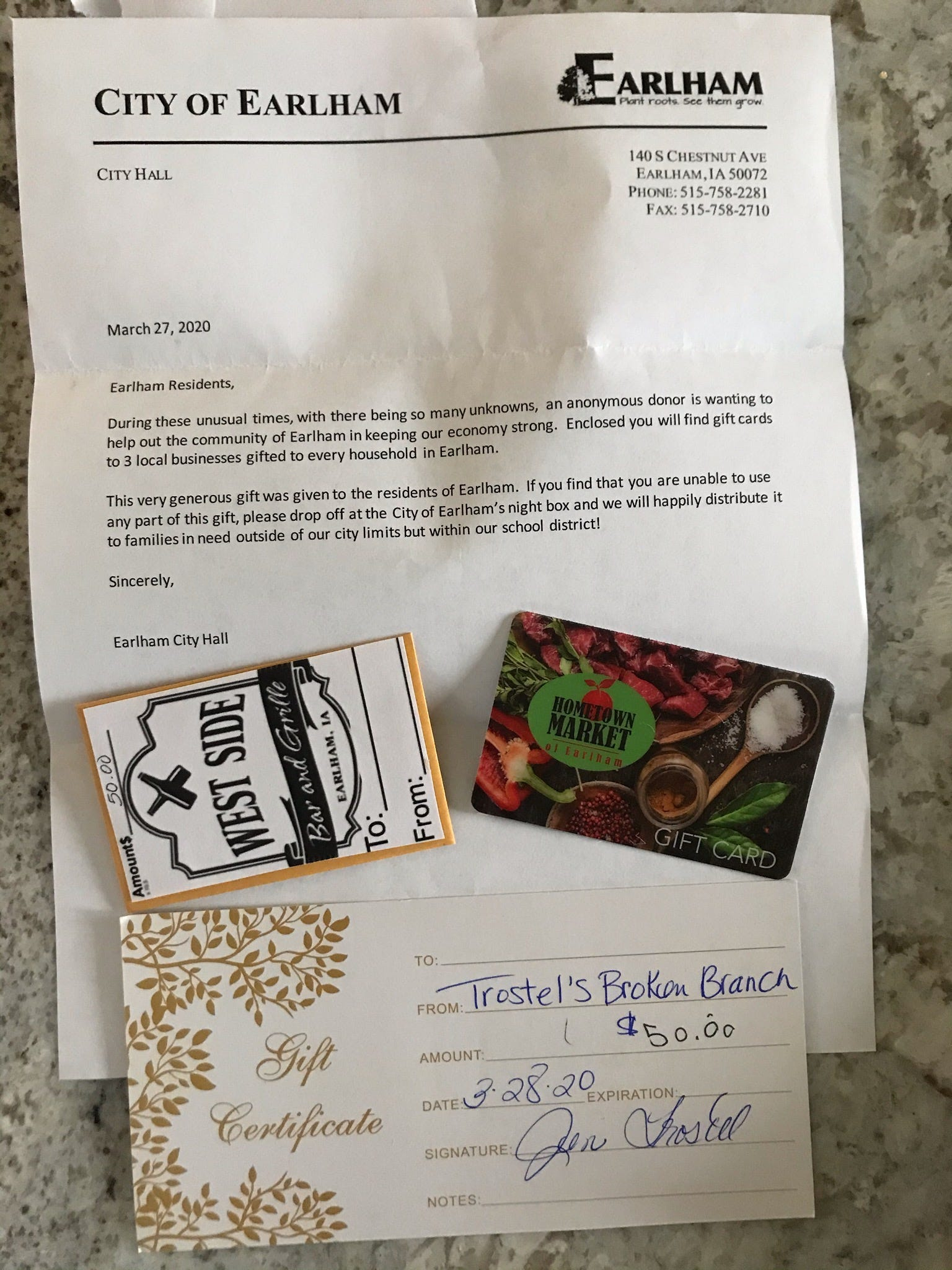 Anonymous donor sends $150 in gift cards to every household in 1,400-person Iowa town