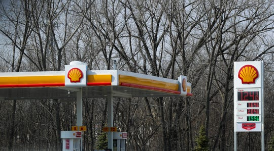 Gas prices are as low as $1.24 per gallon on Friday, April 3, 2020, at Shell on University Avenue in Green Bay, Wis. Ebony Cox/USA TODAY NETWORK-Wisconsin
