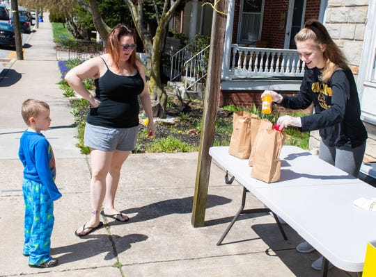 Primo Pizza employee Madisson Shellenberger prepares lunches for Heather Lowe and her 4-year-old son Kamryn, April 2, 2020.