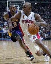Chauncey Billups drives around Kobe Bryant during Game 4 of the 2004 NBA Finals at the Palace of Auburn Hills.