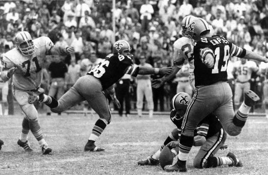 Tom Dempsey kicks his record 63-yard field goal in New Orleans on Nov. 8, 1970.