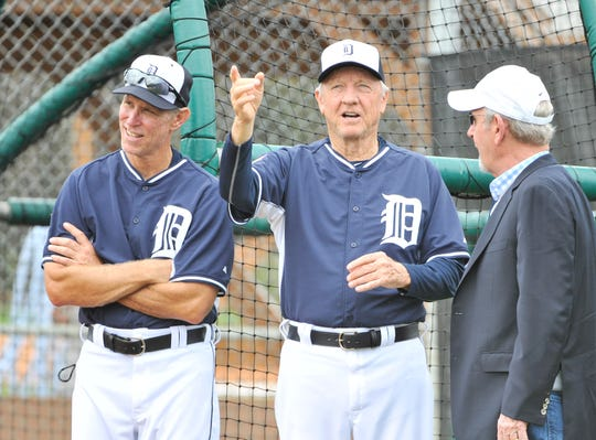 Former Tigers manager Jim Leyland, right, talks with Al Kaline, center, and Alan Trammell at Tigers spring training in 2015.