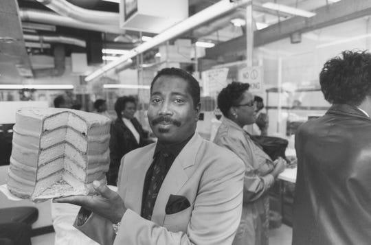Otis Knapp Lee at his restaurant in September 1989.