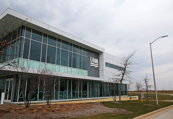 The University of Wisconsin-Milwaukee's plan to develop several research buildings, in addition to its accelerator building, at its Innovation Campus in Wauwatosa is dead. A developer now plans to build some office buildings here instead.